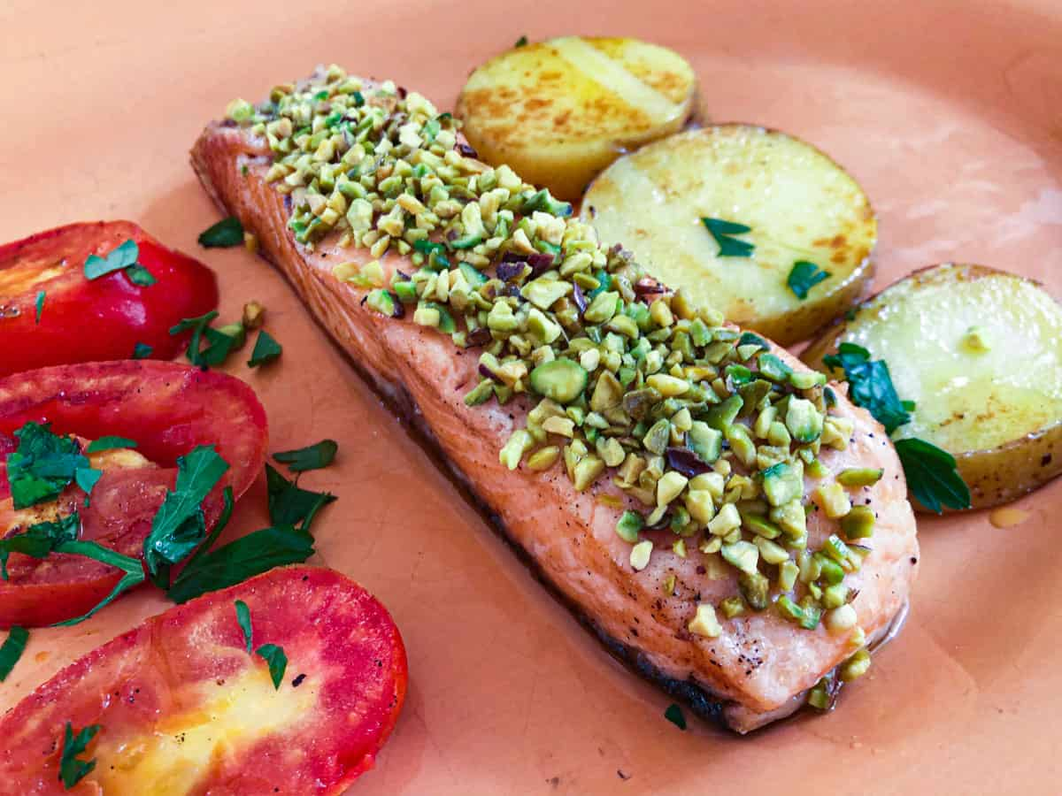 baked salmon fillet with pistachio crust