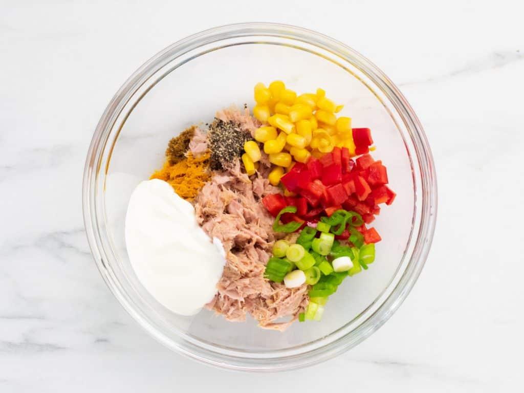 Tinned tuna with vegetables, yoghurt, seasoning and cumin