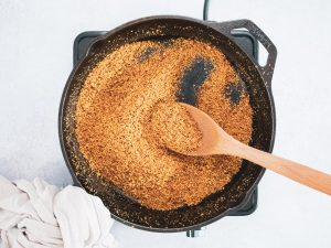 Crisping wholemeal breadcrumbs in skillet with oil