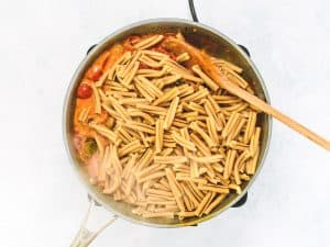 Mediterranean vegetable sauce with wholegrain pasta